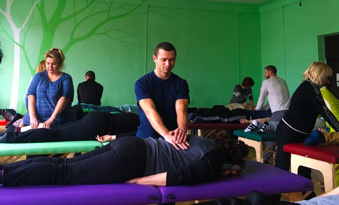 Каждый студент бывает и в роли остеопата, и в роли пациента